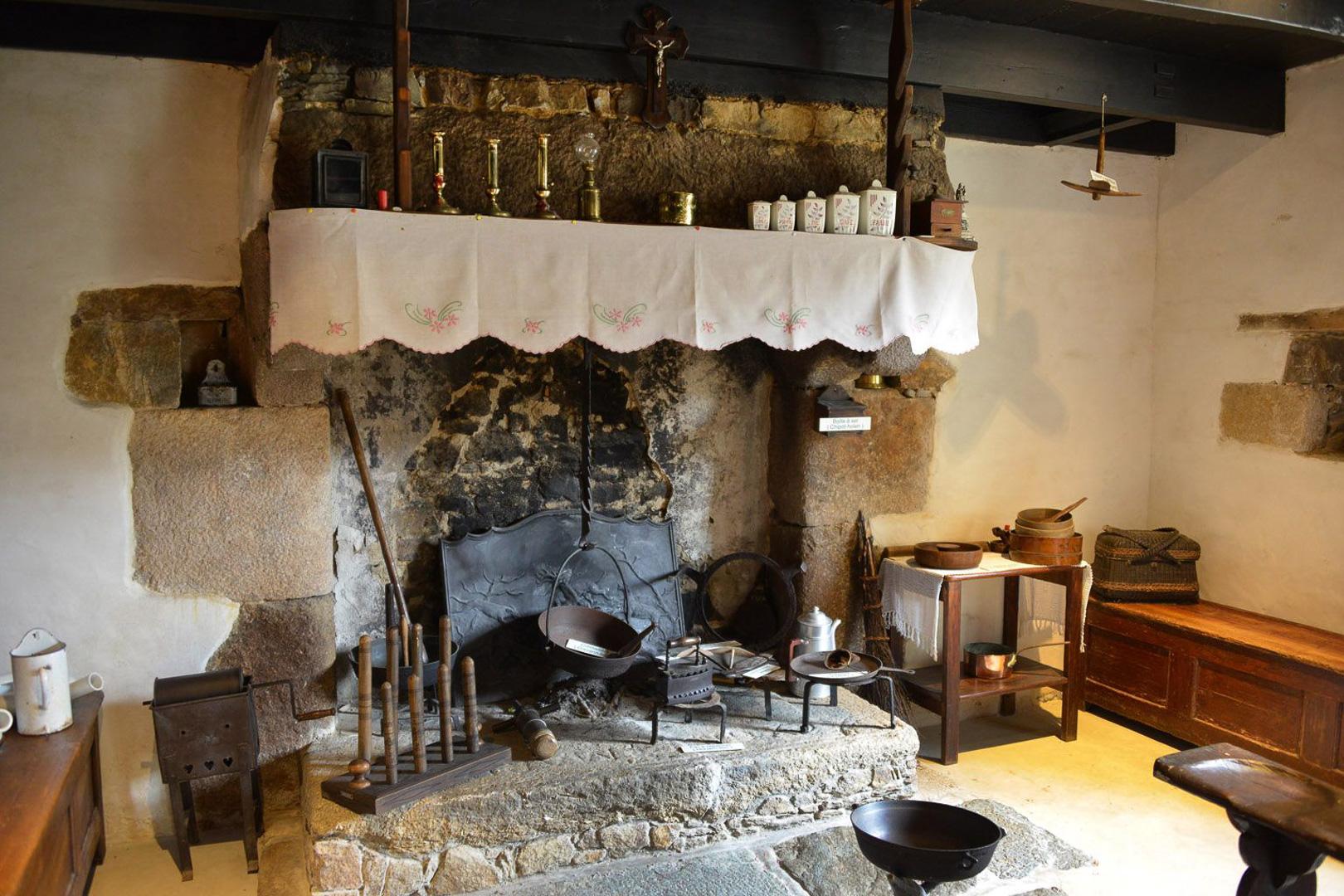Bienvenue dans une maison rurale Bretonne datant de 1900