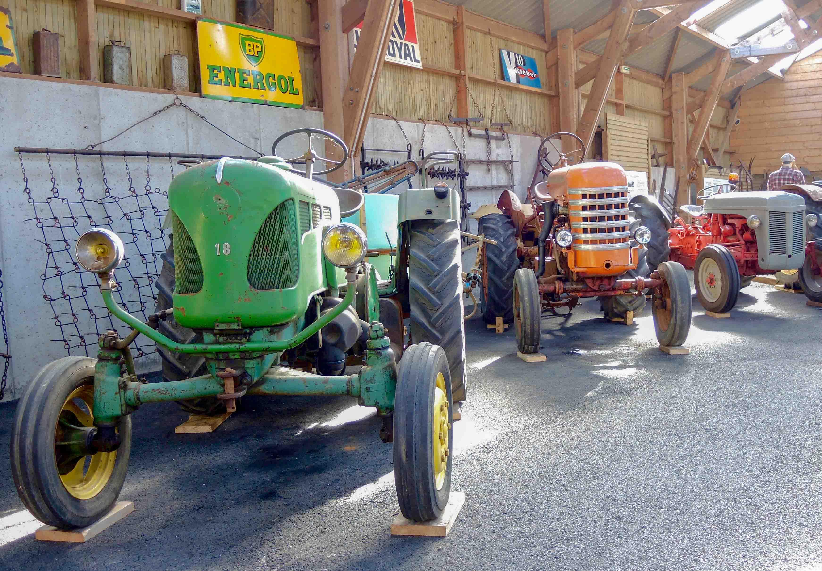tracteur de l'écomuisée de Plouigneau