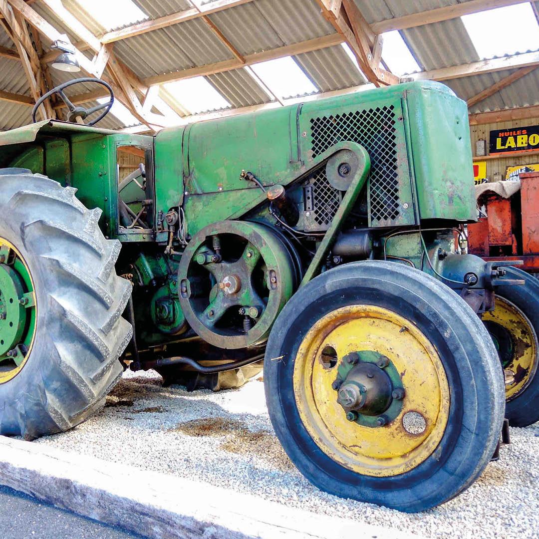 Tracteur vert Société
